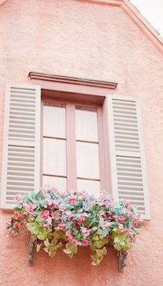Pink flowers in a window box!!! Bebe'!!! Beautiful flowers on a light pink house!!!
