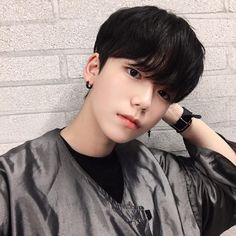 """""""I will wait for the day you come to my life"""" Cute Asian Guys, Cute Korean Boys, Pretty Asian, Asian Boys, Cute Guys, Asian Girl, Korean Boys Ulzzang, Ulzzang Boy, Korean Men"""