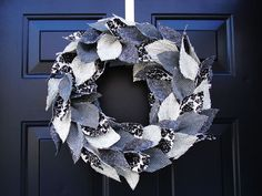 DIY tweed wreath - may be a good use for all those Japanese linen scraps I have!