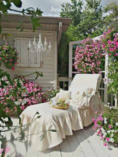 Junk Chic Cottage: Garden Sanctuary and New Lounge Chair Slipcover I love this shabby-chic look so simple yet so elegant-i could spend hours in this lounge chair. Junk Chic Cottage, Shabby Chic Homes, Shabby Chic Decor, Cottage Style, Shabby Chic Patio, French Cottage, Shabby Cottage, French Country, Outdoor Lounge