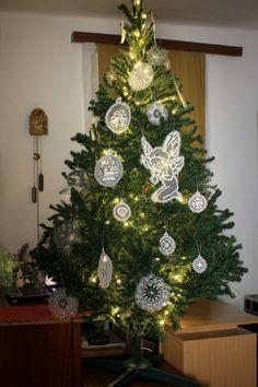 Karácsonyfa rececsipke díszekkel