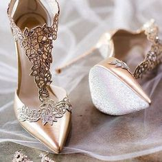 The perfect bridal shoes for your wedding! All heel heights. Get your wedding shoes here! Cute Shoes, Me Too Shoes, High Heels Stiletto, Designer Wedding Gowns, Designer Gowns, Wedding Heels, Wedding Bride, Dream Shoes, Party Shoes
