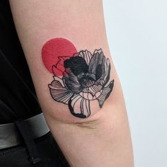 #tattoo #tattooist #tattooartist #mtltattooartist #montrealtattooartist #mtl #montreal #coveruptattoo #coverup #flowertattoo #redink #art #drawing #illustration #linework #lineworktattoo #blackandred #institutdartéphémère