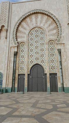 Casablanca: La Mosquée Hassan II exterior = 2500 workers, 10,000 artisans, 1987-1993, $2b http://www.mosquee-hassan2.com/