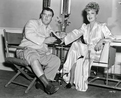 http://david-paris.blogspot.it/search/label/ Lou Costello relaxes on set with Marlene Dietrich, 1942