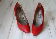 SIZE 8M Vintage MOD Lipstick Red Leather Sexy Pointy by 601VINTAGE, $32.00