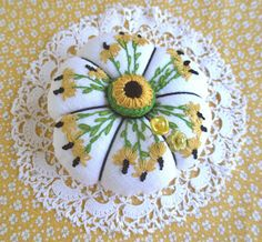 fiberluscious: Lavender and Daisies Pincushion Details
