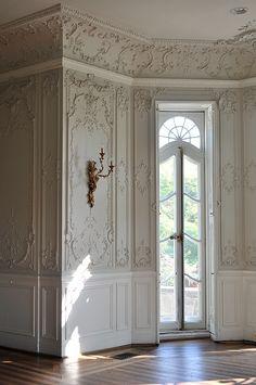 Rococo and Louis XV antique style boiserie Classic Interior, Home Interior, Interior Architecture, Interior And Exterior, Interior Decorating, Interior Trim, Exterior Doors, Hallway Decorating, Interior Walls
