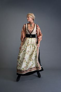 Festdrakt – fantasistakk – Eva Lie Design Folk Fashion, Ethnic Fashion, Womens Fashion, Folk Costume, Costumes, Fashion Terms, Historical Clothing, Traditional Dresses, Feminine