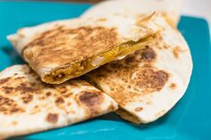 Today I'm going to teach you how to make chicken quesadillas. Chicken quesadillas are an excellent way to use up any leftover chicken you may have in your fridge. These quesadillas can be served with your favorite salsa or even guacamole. Chicken Empanadas, Easy Chicken Recipes, Chicken Meals, Steak Quesadilla, Chicken Quesadillas, Best Spices For Chicken, How To Make Quesadillas, Food Staples