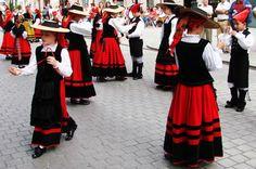 Traje tipico regional gallego femenino.