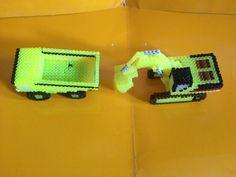 Excavadoras y camión hecho  con hama beads