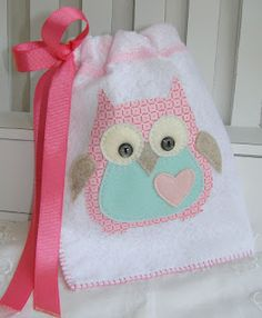 Want to make a bag kind of like this only with a towel and lined with tablecloth for a wet bag Owl Applique, Applique Patterns, Owl Patterns, Sewing Hacks, Sewing Crafts, Craft Projects, Sewing Projects, Felt Owls, Owl Crafts