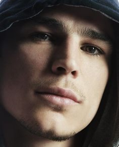 "Josh Hartnett... Kate Beckinsale's choice in ""Pearl Harbor""... Josh or Ben Affleck... Toughest choice ever..."