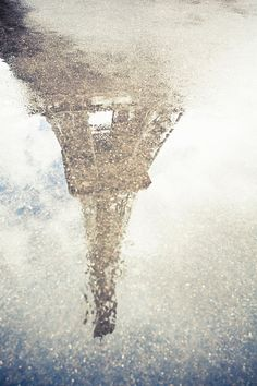 The Eiffel Tower in a puddle. Photo by Oscar Bjarna.