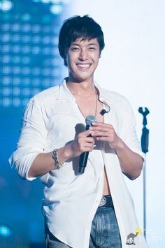 Kim Hyun Joong ... He's all about the sex and the abs and then this smile says he's just a puppy...sweet.