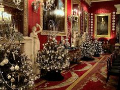 Christmas at Chatsworth House, a stately home in North Derbyshire, England English Christmas, Victorian Christmas, Beautiful Christmas, All Things Christmas, Christmas Home, Christmas Lights, Christmas Decorations, Holiday Decor, Christmas Trees