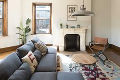 Rent meeting space at 36 Gloucester Street, Floor, Room 2 daily or hourly with Breather. Book office space in Back Bay. Gloucester Street, Interior Design Work, Boston, Couch, Flooring, Room, Inspiration, Furniture, Home Decor