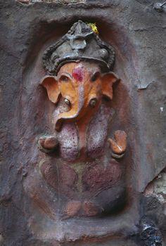 Ganesh in India - Steve McCurry Om Namah Shivaya, Om Gam Ganapataye Namaha, Steve Mccurry, Indian Gods, Indian Art, Land Art, Hindus, Statues, Lord Ganesha