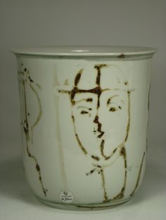 Unique stoneware vase by Carl-Harry Stålhane. Faces painted with iron oxide. Ceramic Pottery, Pottery Art, Sugar Pot, Porcelain Clay, Iron Oxide, Nightmare Before Christmas, Tea Set, Stoneware, Vase