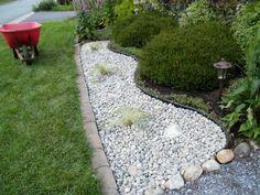 Best White Gravel Landscaping Ideas & Designs For 2020 River Rock Landscaping, Gravel Landscaping, Small Front Yard Landscaping, Gravel Garden, Landscaping With Rocks, Garden Stones, Garden Paths, Pea Gravel, Cheap Landscaping Ideas
