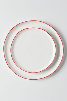 I like - Looks like a thick piece of red yarn is wrapped around each plate.