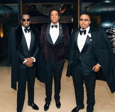 American legendary rappers, Jay Z, Diddy and Nas were recently pictured together at an event. See more photos below. The post Hip Hop Legen. Mrs Carter, Blue Ivy, Ivy Park, Black Power, Hip Hop Fashion, Mens Fashion, Sean Combs, Puff Daddy, Beyonce And Jay Z