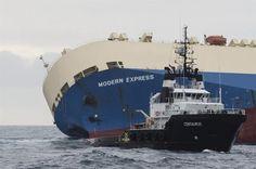Traslado del 'Modern Express' al puerto de Bilbao. Foto: EFE.