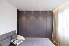 foorni.pl | Małe mieszkanie w Sofii, szafa w sypialni