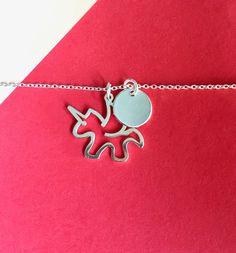 c550e9b41840 Precioso collar minimalista de plata 925 con dije en forma de unicornio y cadena  de 45