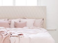 You can choose the shape and size as well as the design, colour and material of the upholstering of your Matri bed's headboard from a wide range of options.