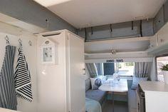 Love the striped towels Diy Caravan, Caravan Living, Caravan Decor, Retro Caravan, Camper Caravan, Rv Living, Camper Life, Tiny Living, Caravan Makeover