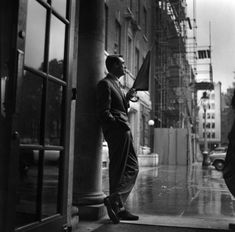 """""""Everybody wants to be Cary Grant. Even I want to be Cary Grant."""" Cary Grant - the famous lover and gentleman. Cary Grant, Marcel Proust, In Hollywood, Classic Hollywood, Hollywood Glamour, Vintage Hollywood, Gq, Harry Benson, Dandy"""