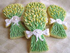 Un semplice tutorial e la ricetta per preparare dei bellissimi biscotti decorati con ghiaccia reale a forma di mazzolino di mimosa aromatizzati al limone.