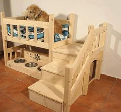 dog stairs for king size bed Dog Bunk Beds, Pallet Dog Beds, Wood Dog Bed, Diy Dog Bed, Dog Stairs For Bed, Dog Bedroom, Dog Crate Furniture, Furniture Plans, Diy Dog Crate
