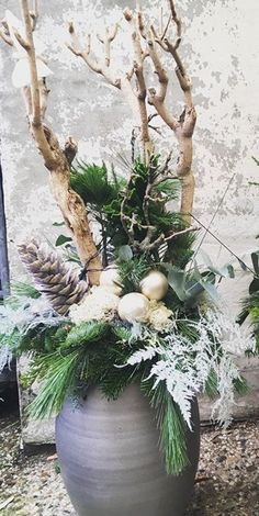 Groot kerststuk - Christmas Bedroom, Christmas Diy, Christmas Wreaths, Winter Home Decor, Holiday Decor, Christmas Greenery, Xmas Decorations, Floral Arrangements, Diy And Crafts
