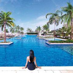 Wer möchte nicht in diesen schönen Pool des Fairmont Hotel in Abu Dhabi springen?