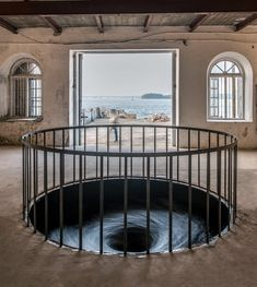 Anish Kapoor, Descension. 2014. © Anish Kapoor 2015, Images via Kochi-Muziris Biennal