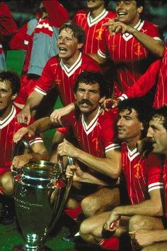 ♠ Graeme Souness leads his Liverpool teammates in celebrating their 1984 European Cup Final #LFC #History #Legends