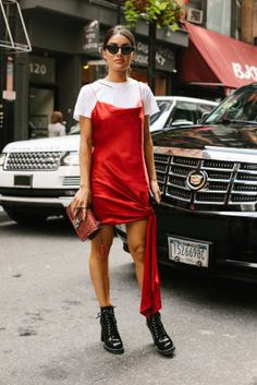 The Best Street Style Looks From New York Fashion Week Spring 2018 - Fashionista New York Street Style, Street Style Trends, Looks Street Style, Street Style Edgy, Street Style Summer, Cool Street Fashion, Looks Style, Look Fashion, Street Styles
