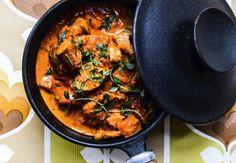 Nakkefilet med urter og kartofler - alt i en form. Danish Cuisine, Danish Food, Scandinavian Food, Paella, Tofu, Meal Planning, Recipies, Curry, Bacon
