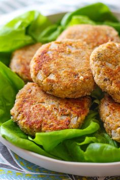 Quick Salmon Patties - Zen & Spice - - Salmon patties can be easy and quick! Learn how to make salmon patties with canned wild salmon. Serve these crisp patties along with butter lettuce for a light and healthy meal! Canned Salmon Patties, Canned Salmon Recipes, Salmon Patties Recipe, Fish Recipes, Meat Recipes, Seafood Recipes, Cooking Recipes, Healthy Recipes, Healthy Salmon Patties