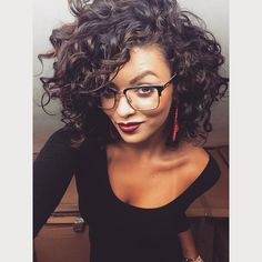 Chic Short Haircuts for Black Women Curly Hair Cuts, Short Curly Hair, Wavy Hair, Short Hair Cuts, Curly Hair Styles, Voluminous Hair, Curly Bob, Afro Look, Corte Y Color