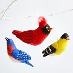 Sure wish I knew how to make these felted songbird ornaments. So cute!