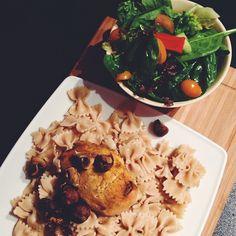Woaaaaah   After 8 hours of school I'm ready for lunch ✌ biiiiiiiiig lunch  Thank you mummy  #Padgram