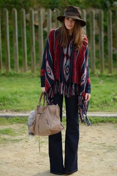 Poncho look is anything but new, but this fall, it looks great. It looks chic, feminine, very retro and very modern. New Fashion, Boho Fashion, Fall Fashion, Fashion 2014, Ladies Fashion, Zara Cape, Winter Outfits, Summer Outfits, Diy Mode