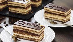 Gâteau Opéra au Thermomix, recette d'un savoureux gâteau sur une base croustillante et une succession de biscuit Joconde garnie de ganache au chocolat et de crème au beurre et café, un dessert raffiné et élégant.