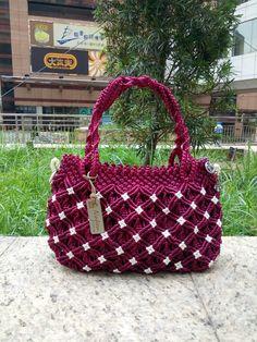Macrame Jewelry Tutorial, Macrame Purse, Diy Backpack, Crochet Backpack, Leather Bags Handmade, Handmade Bags, Hobo Bag Patterns, Diy Purse, Macrame Design
