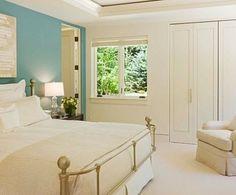 wandfarben-ideen-schlafzimmer-weiß-blau-hell