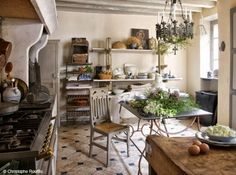 1000 images about french bistro kitchen on pinterest for Table maison de famille